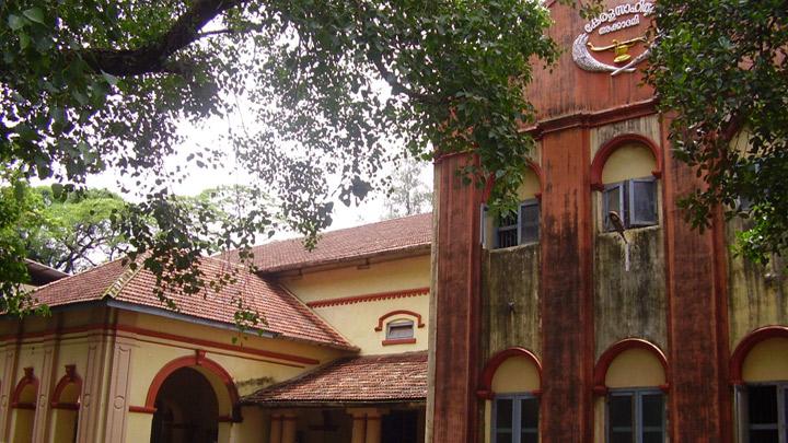 Photo of കേരള സാഹിത്യ അക്കാദമിയുടെ വിലപിടിപ്പുള്ള പുസ്തകങ്ങള് അടിച്ചുമാറ്റി